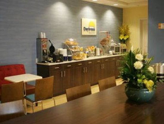 Days Inn & Suites Altoona : Breakfast Area