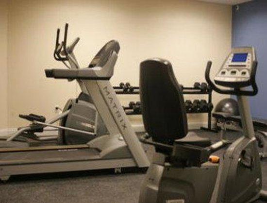 Days Inn & Suites Altoona: Workout Room