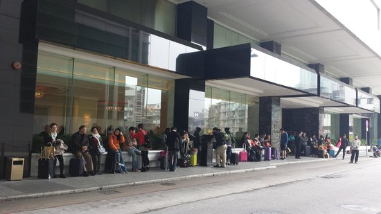 Hotel Royal Macau: Long wait in the cold
