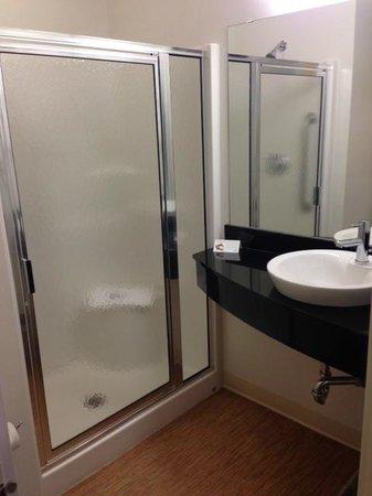 Bathroom,  Motel 6 Winnipeg West  |  4400 Portage Avenue, Headingley, Manitoba R4H 1C6, Canada