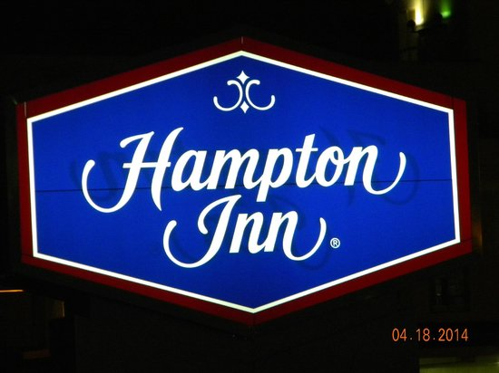 Hampton Inn Virginia Beach Oceanfront North: Sign at front entrance