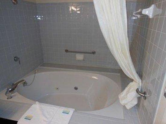 GuestHouse Inn Abbeville: Jacuzzi