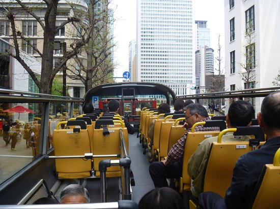Sky Bus Tokyo: 2階席(後ろから前を見ると)