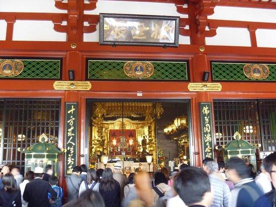 Senso-ji Temple: 本堂内部