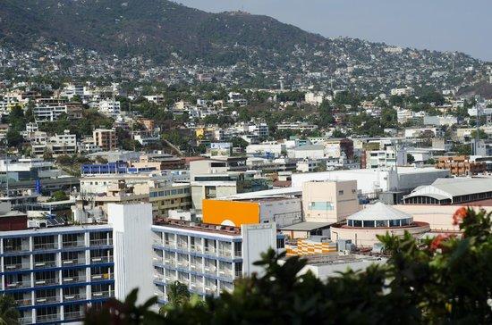 Krystal Beach Acapulco: VISTA A LA MONTAÑA