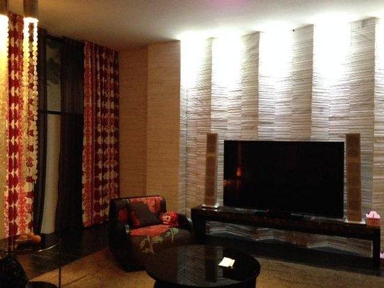 Mulan Motel: Large LED TV