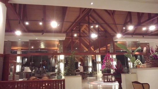Dusit Island Resort Chiang Rai: Hotel lobby.