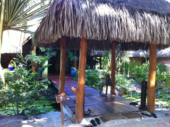 Bora Bora Pearl Beach Resort & Spa: Spa Entrance