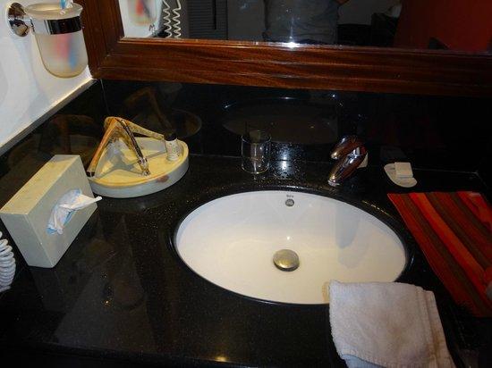 Ole - Sereni Hotel, Nairobi: wash
