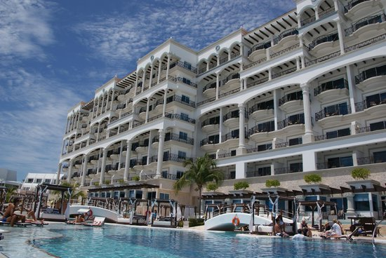 Hyatt Zilara Cancun: View of rooms from pool side
