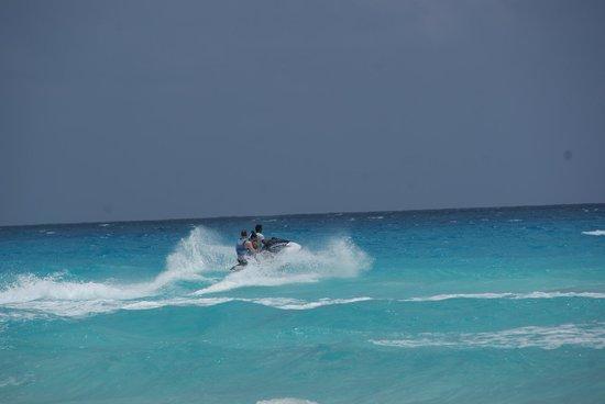 Hyatt Zilara Cancun: Rough waves on this day