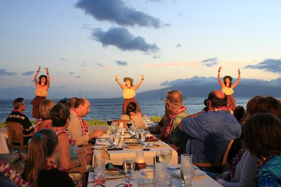 Feast At Lele : early in the show