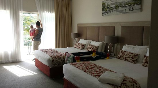 Joondalup Resort: Lake View Room / view over pool area, restaurant and lakes