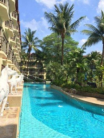 Merlin Beach Resort: beautiful pool