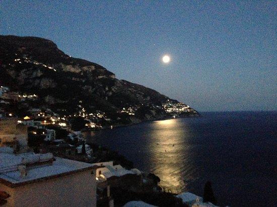 La Casa di Peppe Guest House & Villa: Night view from our room