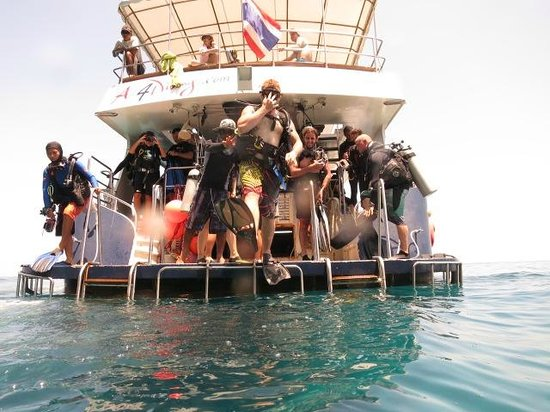 Namloo Divers - Day Diving: Giant Stride Entry