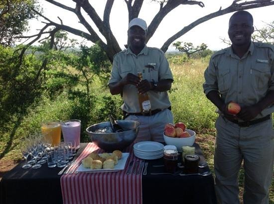 andBeyond Phinda Mountain Lodge: our suprise Champagne breakfast in the bush
