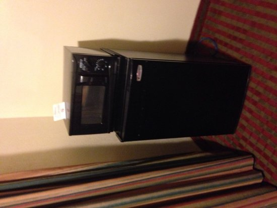 Vagabond Inn San Luis Obispo: Microwave and fridge