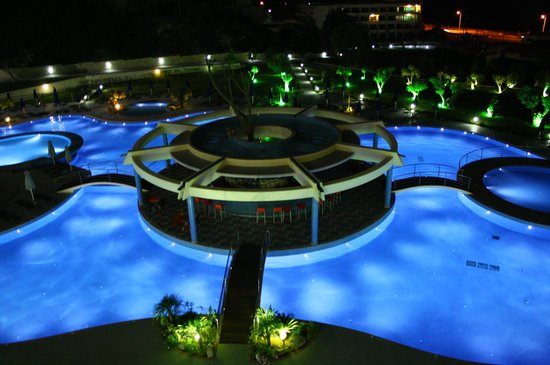 Atrium Platinum Hotel: Swimming pools at night