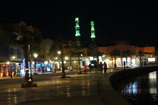 Hurghada Marina : The promenade
