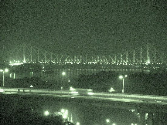 Howrah Bridge : Low lt with the carriageway of the Setu in the foreground