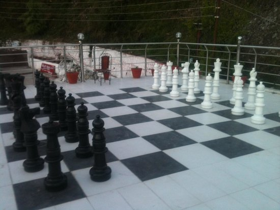 OYO 1679 Value Hotel: Gaint chess on the roof