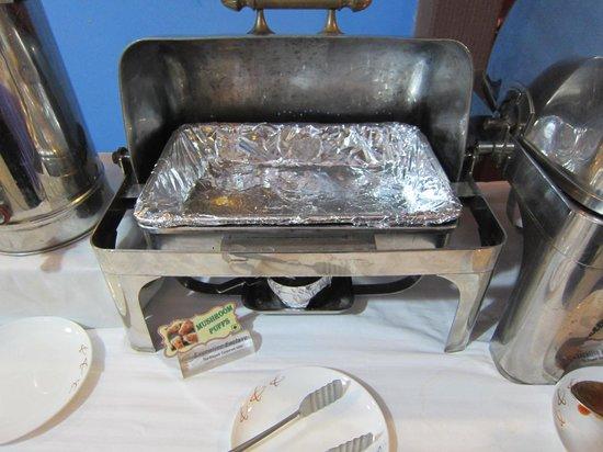 Hotel Executive Enclave : Empty tray - breakfast