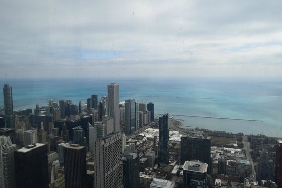 Silversmith Hotel Chicago Downtown : Looking out over Lake Michigan from Willis Tower Skydeck