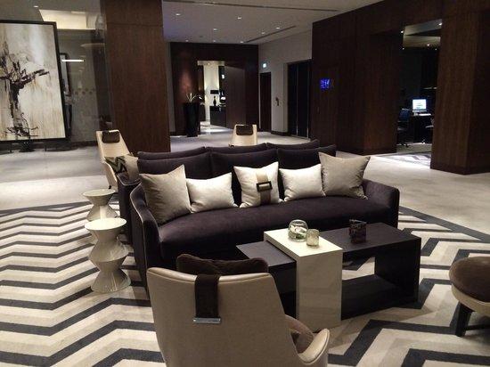 Pullman Dubai Creek City Centre: 2nd floor lounge