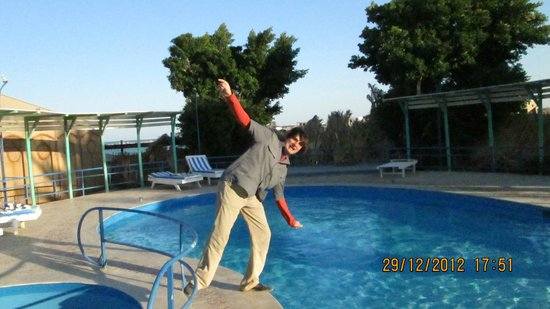 Sultana Beach Resort: бассейн очень холодный. меняли воду каждый день.