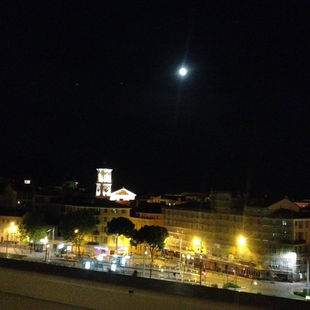 Hotel Aston La Scala: ночью