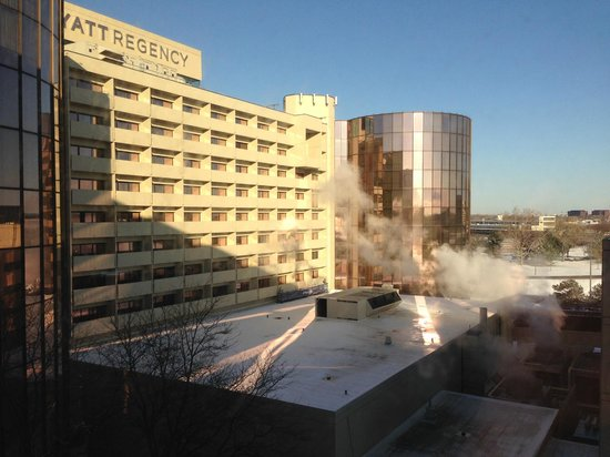 Hyatt Regency O'Hare : View from the room of another wing of the hotel