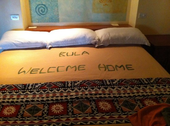 Fiji Hideaway Resort & Spa: Our beautiful welcome when we arrived