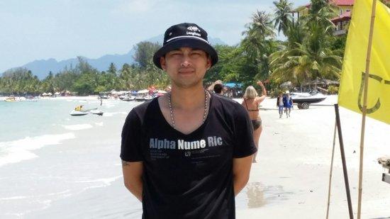 Cenang Beach: 蓝天白云海水清洁,漂亮.....