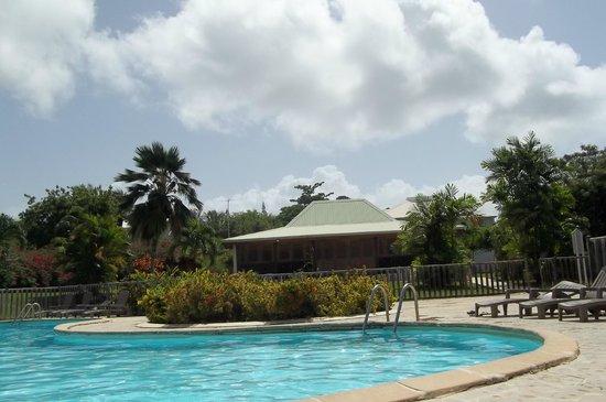 Residence Le Vallon - Primeahotels Guadeloupe: Accueil vu de la piscine