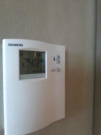 Resorts World Sentosa - Equarius Hotel: Air conditioning control