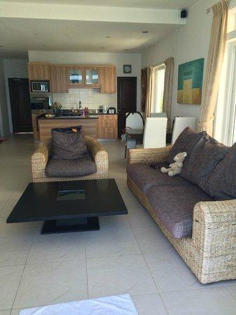 Cohiba Villas : living room from balcony to front door