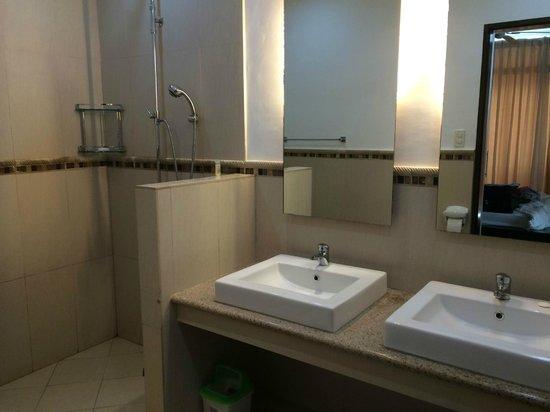 Cohiba Villas : onsuite bathroom