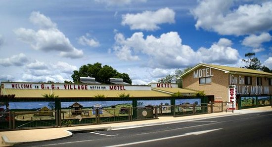 Gin Gin Village Motor Inn Motel: Entrance From Bruce Highway