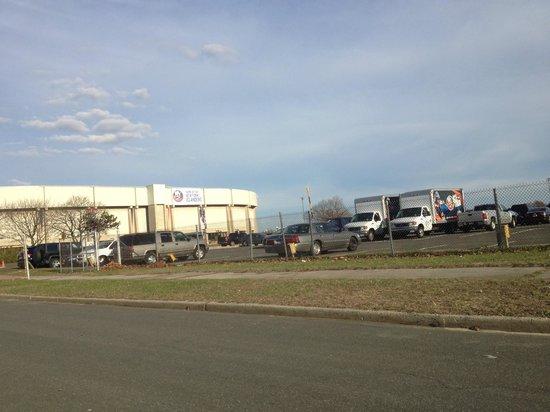 Nassau Veterans Memorial Coliseum : Парковка огромная