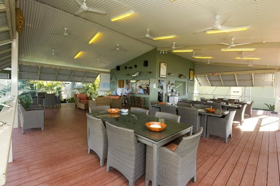 Melville Island Lodge: Melville Lodge bar and dining area
