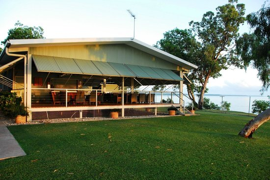 Tiwi Islands, Avustralya: Melville Lodge overlooking picturesque Snake Bay.