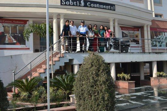 Hotel Sobti Continental: The Hotel has impressive front