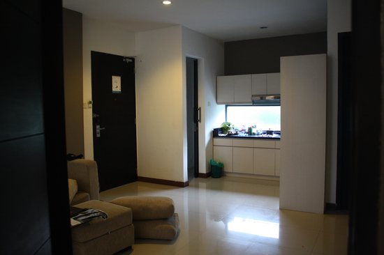 Umalas Hotel and Residence: Kitchenette