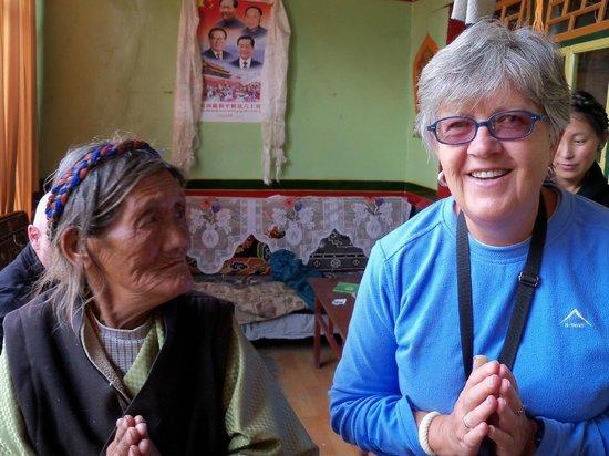 Monastère Palkhor et Stupa de Kumbum : Invited in to meet the family