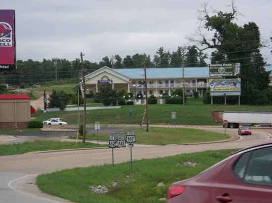 Days Inn Hardy : Motel from down town Hardy.