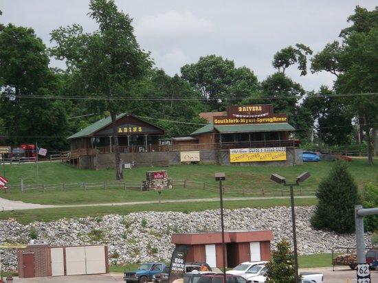 Days Inn Hardy: Canoe trips and rentals across the street.