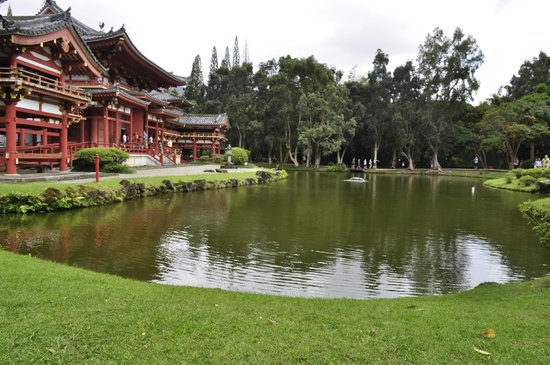 Byodo-In Temple: Temple and reflecting pond
