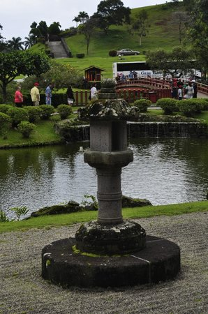 Byodo-In Temple: reflecting pond