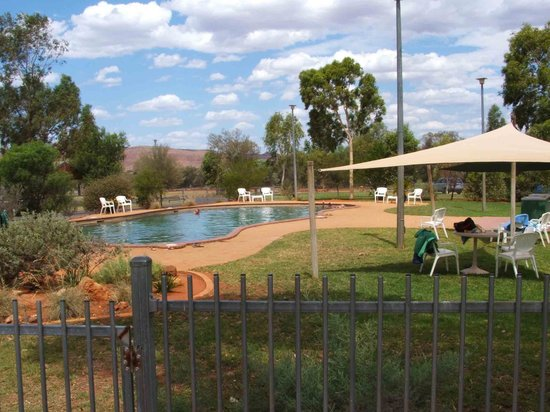 Kings Canyon Resort Campground : Pool area